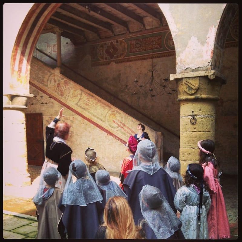 Un piccolo esercito alla carica del Castello di Malpaga a Bergamo