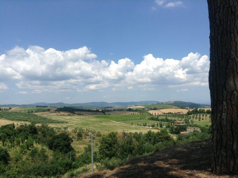 Il borgo medievale di Collelungo e la sua cantina storica
