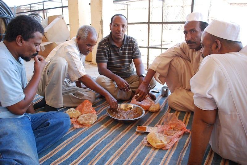 Galateo a tavola come cambiano gli usi e i costumi a tavola in giro per il mondo - Food network ricette a tavola con guy ...