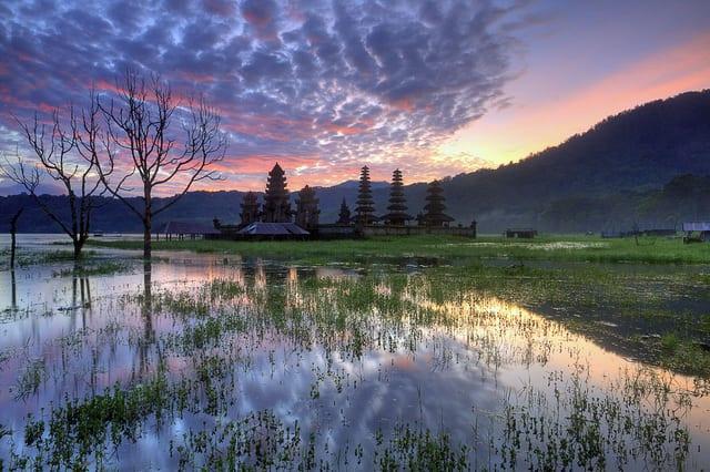 Di passaggio in Indonesia: un libro sul perché essere viaggiatori e non turisti