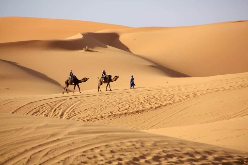 Marocco: tramonto e alba nel deserto del Sahara
