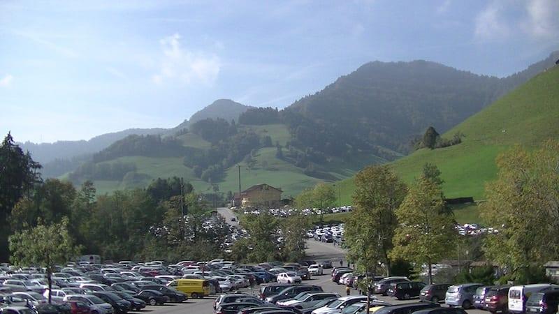 Emozioni in viaggio: avventura sulle funi tra i boschi della Svizzera