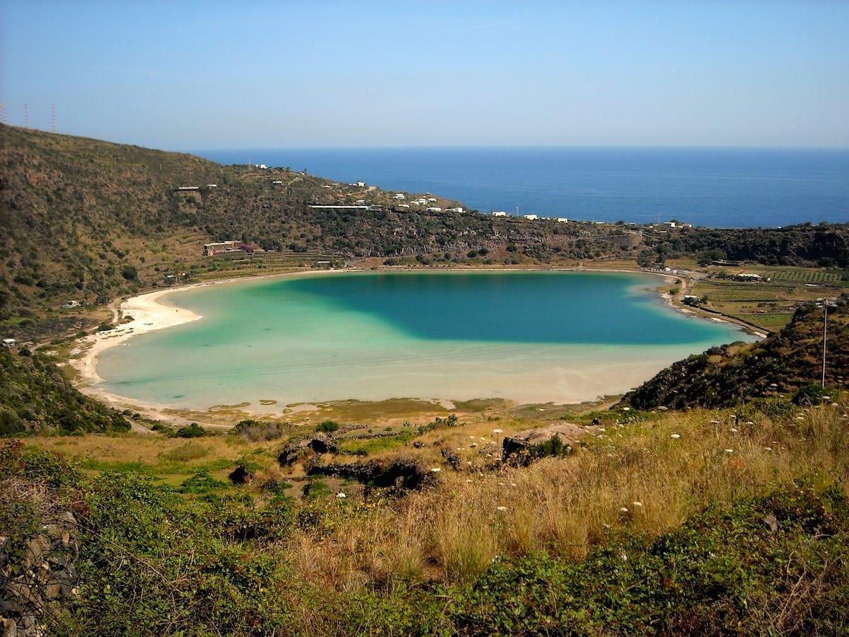 Pantelleria soggiornare in mezzo alla natura - Ristorante lago lo specchio ...
