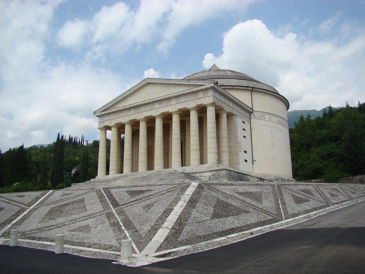 In provincia di treviso possagno il tempio e il museo di for Nuova architettura in inghilterra