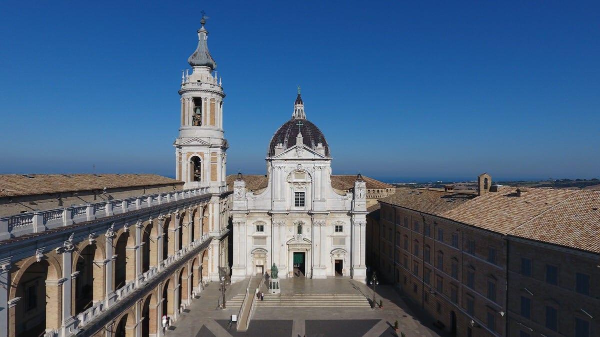 Loreto e il Santuatio della Santa Casa visti dall'alto con il drone